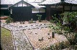 御霊屋前の石庭